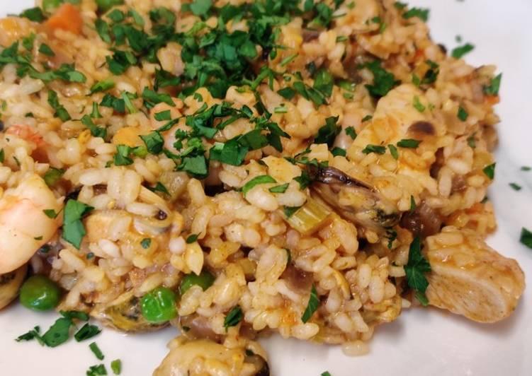 classic paella recipe main photo
