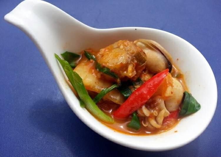 seafood kimchi soup recipe main photo