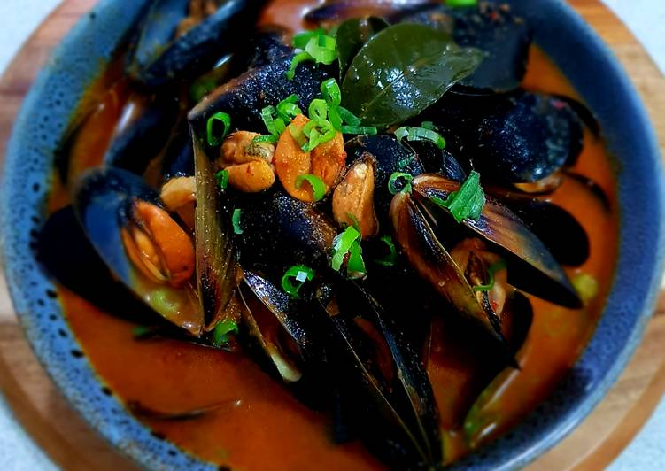 spicy organic black mussels recipe main photo