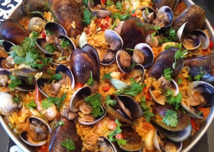 spicy seafood paella recipe main photo