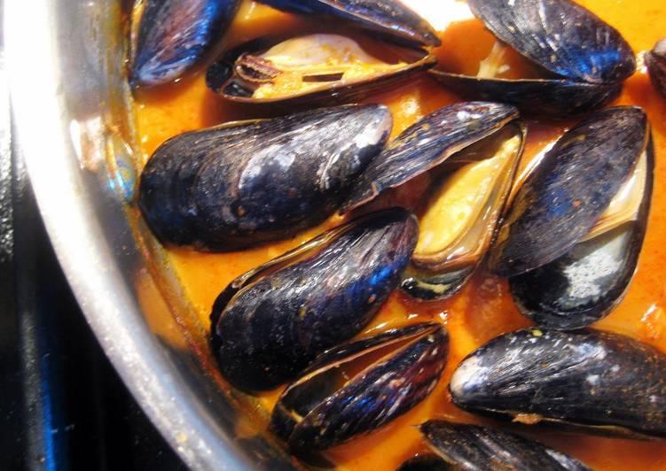 thai curry mussels recipe main photo