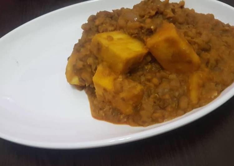 African Dish Yam and beans porridge
